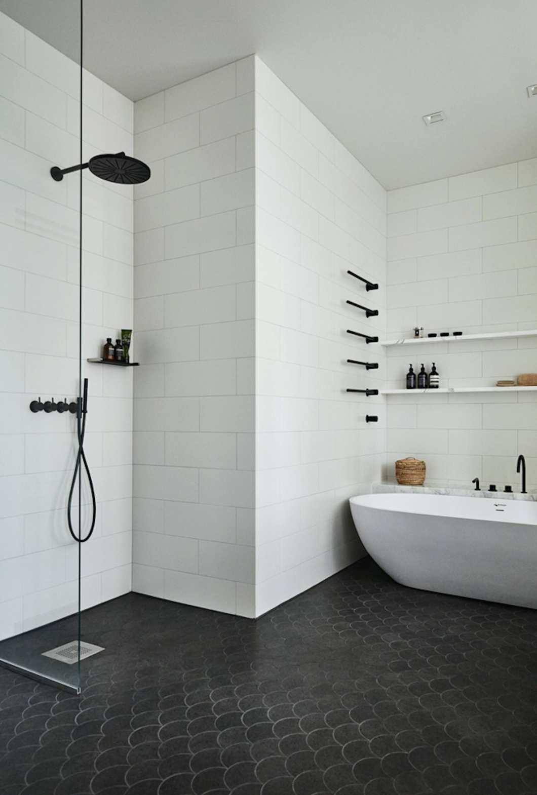 Emily-Henderson_Design-Trends_2018_Bathroom_Black-Fixtures_05